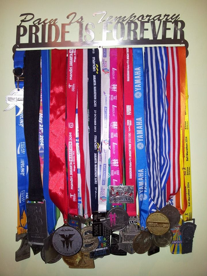 MEDAL_HANGER_PAIN_IS_TEMPORARY_PRIDE_IS_FOREVER